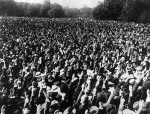 Friedensdemonstration im Treptower Park, Berlin 3.9.1911 Rechteinhaber unbekannt Quelle: Archiv der sozialen Demokratie Bonn